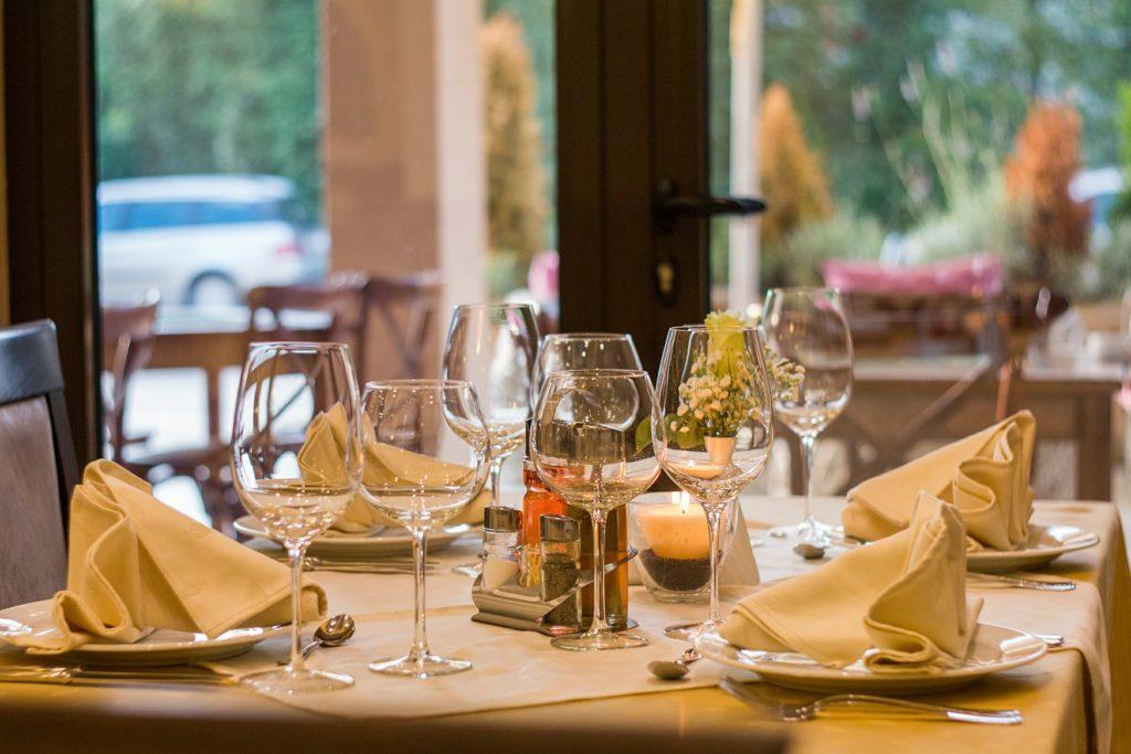 Elección de un buen restaurante para cena de empresa.