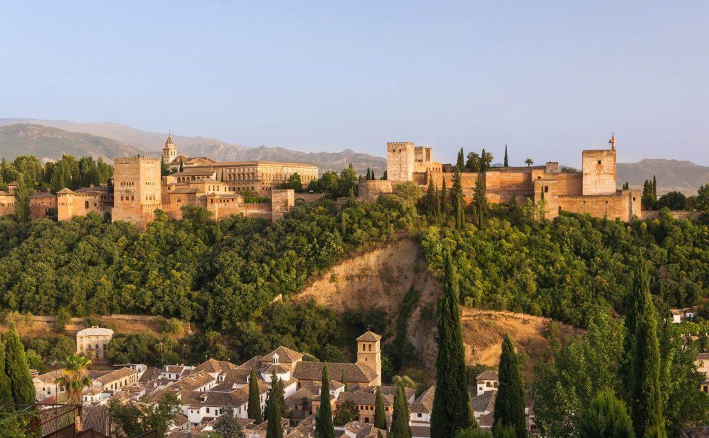 La Alhambra de Granada. Qué regalar estas navidades por menos de 70€.