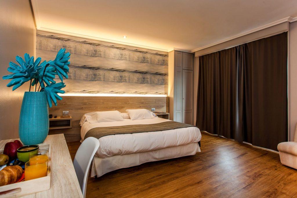 Habitación hotel La Marina. Qué regalar estas navidades por menos de 70€.