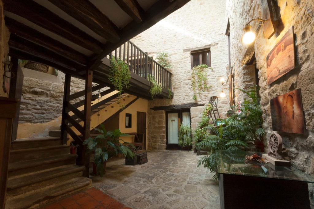 patio palacio orisoain